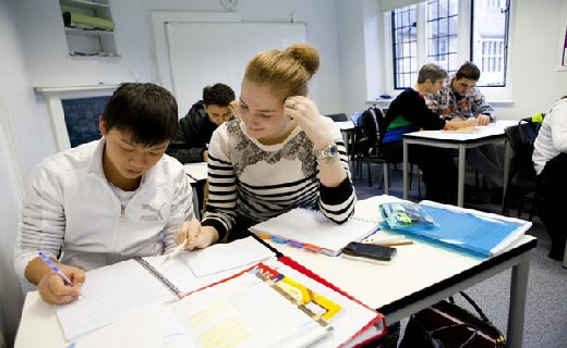 một trong những khó khăn du học sinh Việt thường gặp là thích nghi với môi trường học tập mới