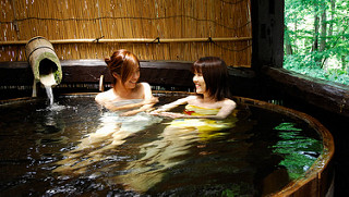 niềm đam mê lớn của người nhật: tắm onsen