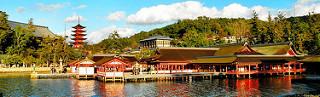 Khung cảnh đền Itsukushima trên đảo Miyajima