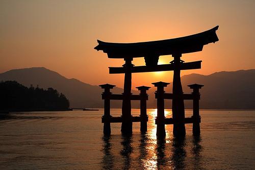 Itsukushima-Ngôi đền nổi linh thiêng ở Nhật Bản