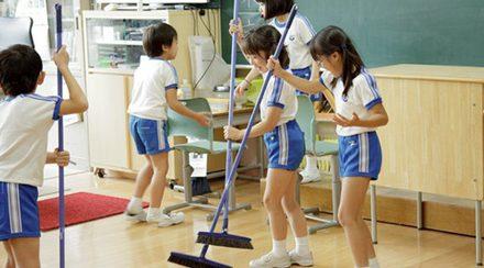 Môn học đặc biệt của trẻ Nhật: Dọn vệ sinh lớp học!!!