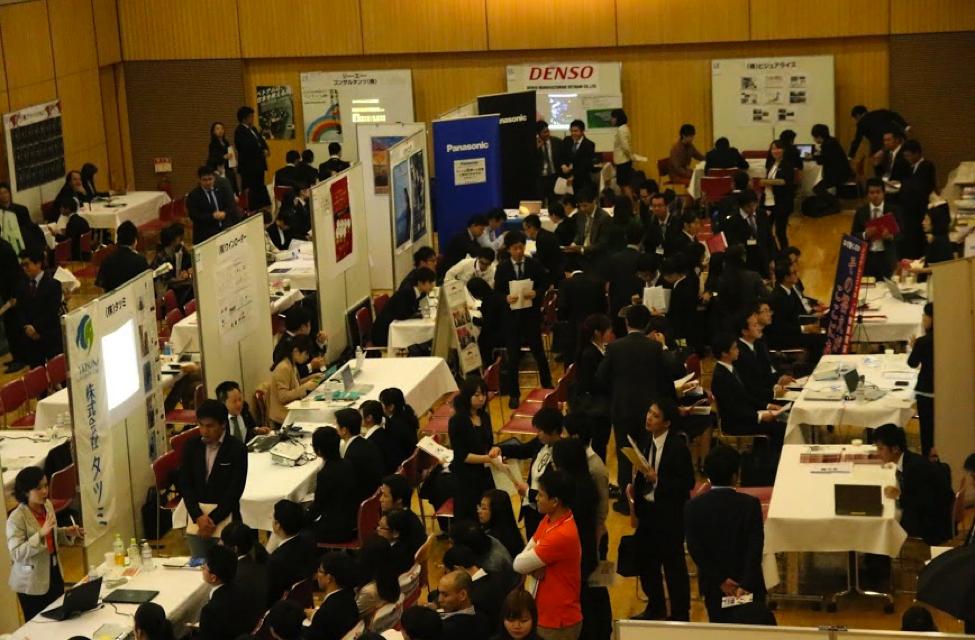 """""""Bắt tay"""" tìm việc làm thêm tại Nhật."""