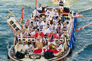 Lễ hội Tenjin ở Osaka- lễ hội tôn vinh vị thần thông thái